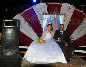 Egiptuse pulmas istub pruutpaar püünel